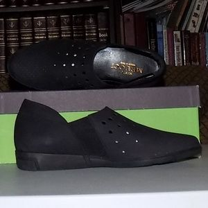 New Sesto Meucci Italy Ditty Black nubuck US 6.5M